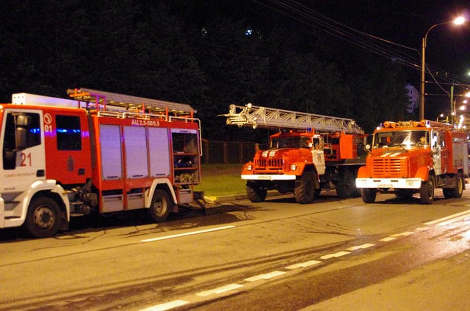 Двоих томичей спасли пожарные из горевшего сегодня ночью деревянного дома в Тимирязевском. Общая площадь пожара составила свыше 80 кв.м.