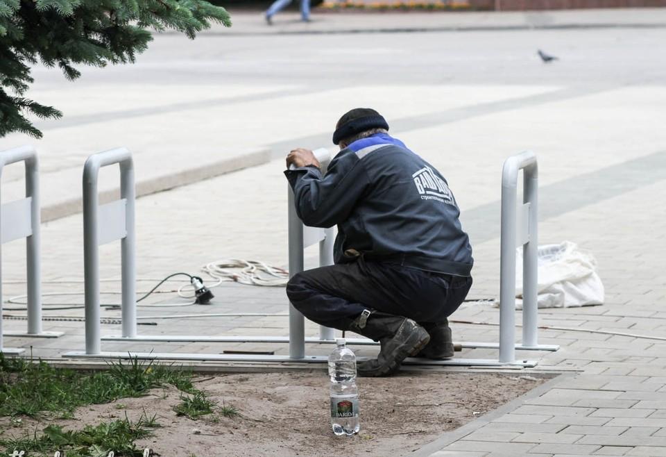 Велопарковку установили за памятником Федору Коню в Смоленске. Фото: администрация г. Смоленска.