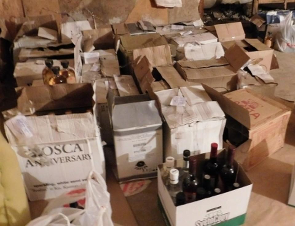 В гаражах у полицейского нашли контрафактный алкоголь на сумму свыше 500 тысяч рублей