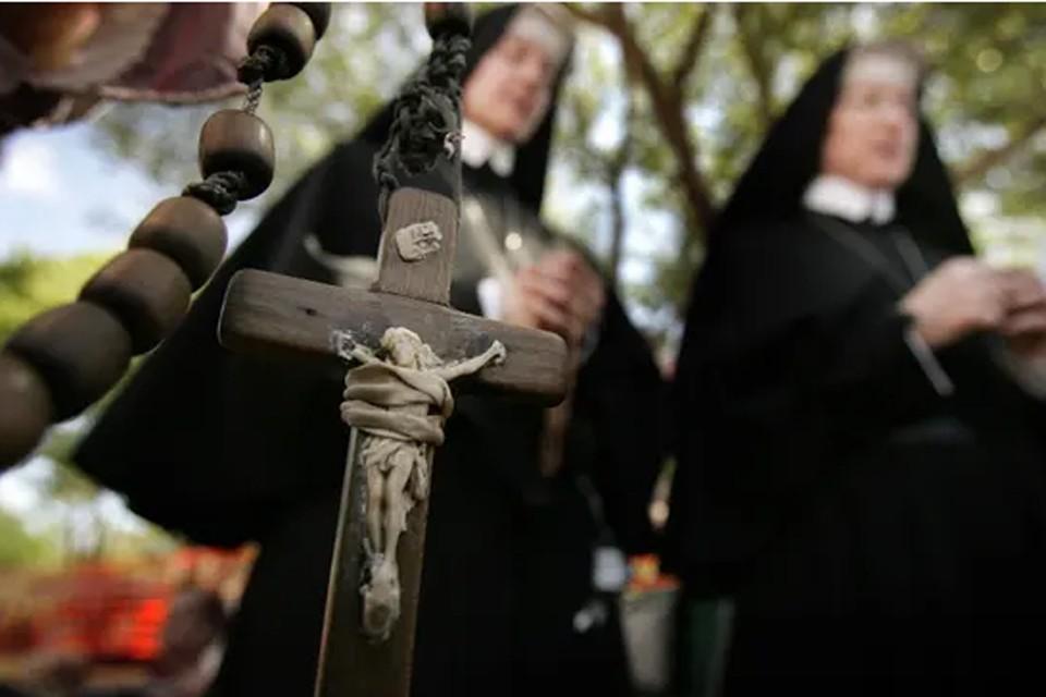 В 18 лет Мэри, как того требуют обычаи ее католического ордена, дала обет бедности