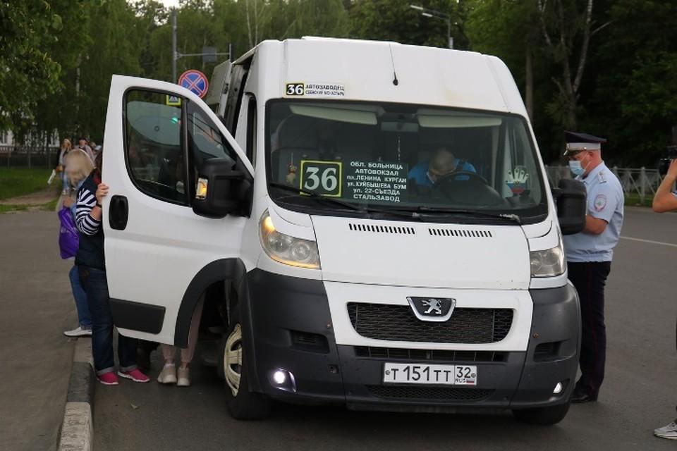 В Брянске на автобусах и маршрутках межведомственная комиссия проконтролировала соблюдение масочного режима.