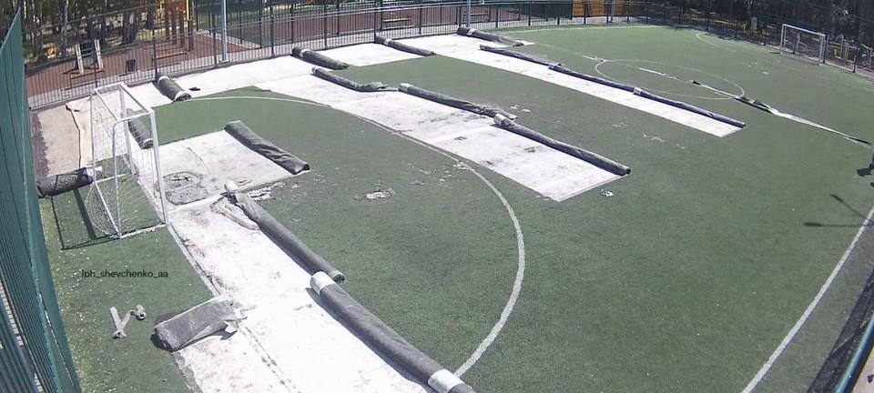 В Тюмени в Гилёвской роще ремонтируют футбольные поля.