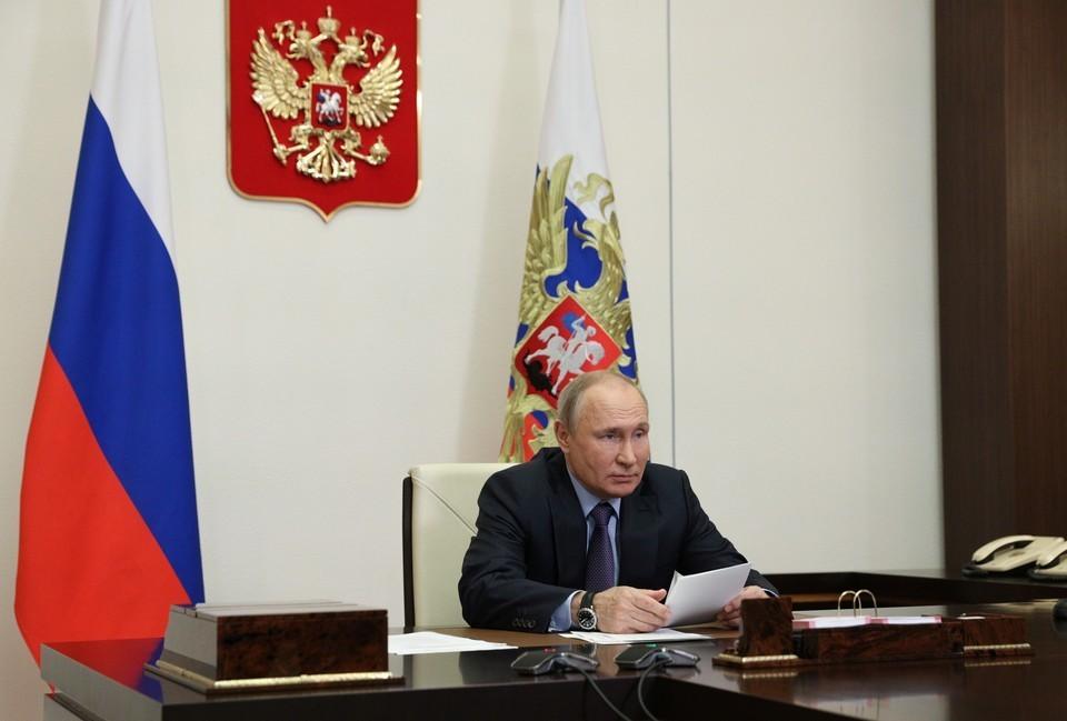 Путин подписал закон о штрафах за сокрытие от налоговой переводов через иностранные кошельки