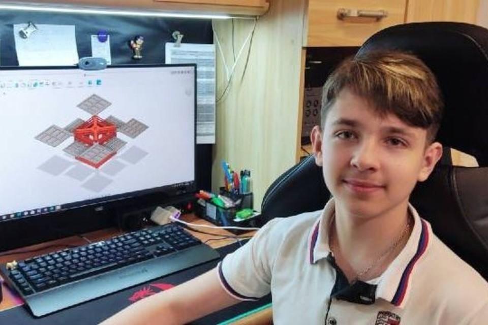Егор предлагает оригинальные решения в «Умном доме». Фото: МОН ДНР