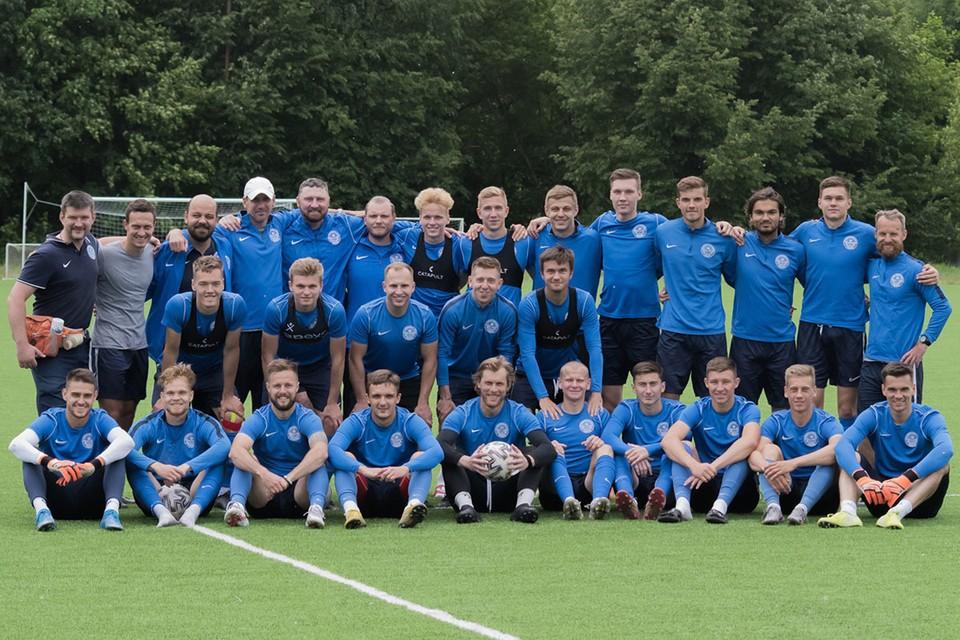 Команда может рассчитывать на медали по итогам дебютного сезона в профессиональном футболе Фото: fctver.com