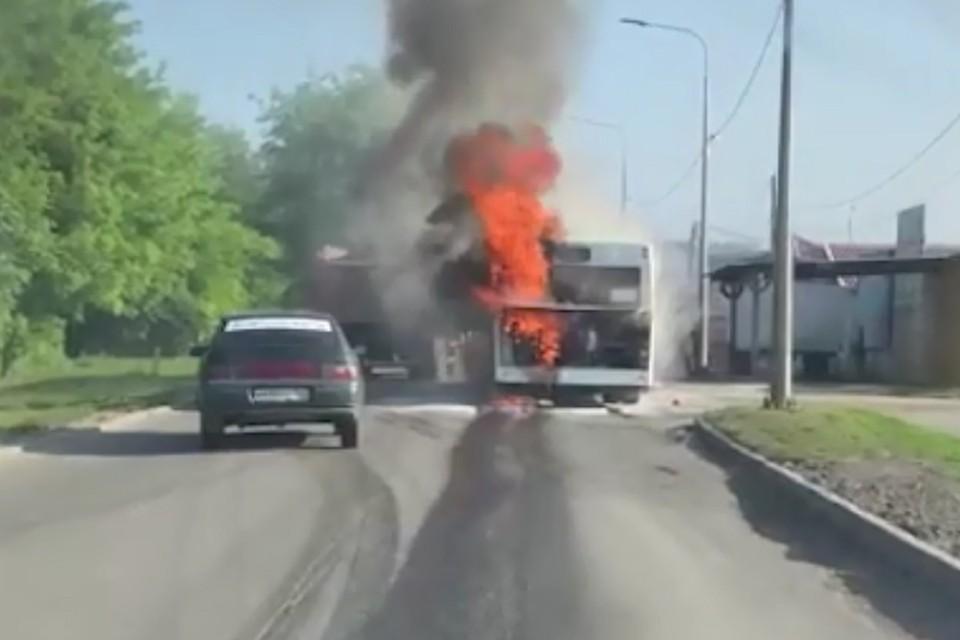 Прокуратура начала проверку по факту возгорания автобуса в Ростове