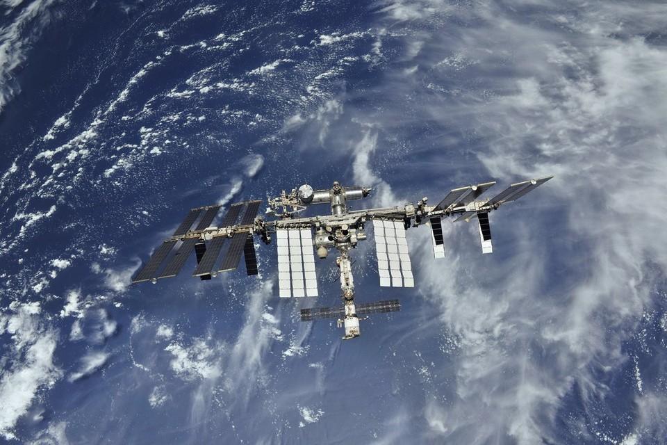 Экипаж МКС поздравил соотечественников с Днем России.
