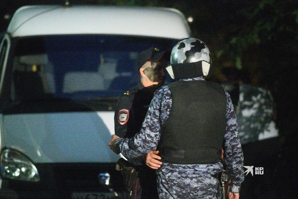 Бывший полицейский Сергей Болков ранил двух человек и обстрелял автомобили.