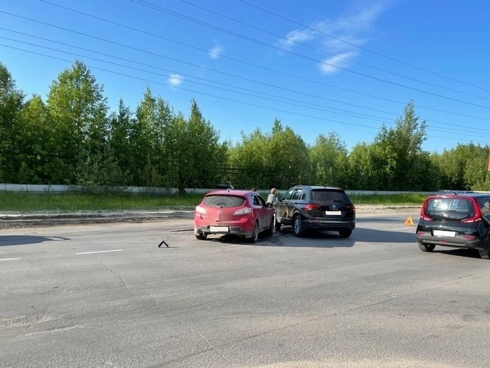 В Нижневартовске автоледи не уступила дорогу и въехала в «Мазду» Фото: ГИБДД России