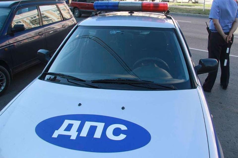 Автомобиль ВАЗ 21102, за рулем которого был мужчина, сотрудники ГИБДД остановили на улице Телефонной