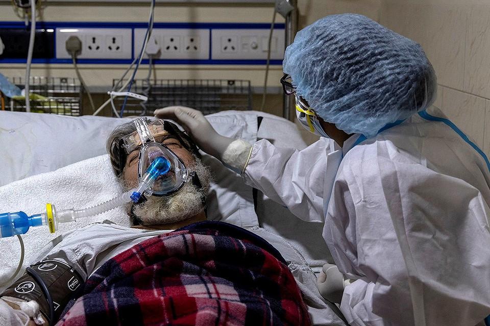 Койка с больным коронавирусом в Дели, Индия.