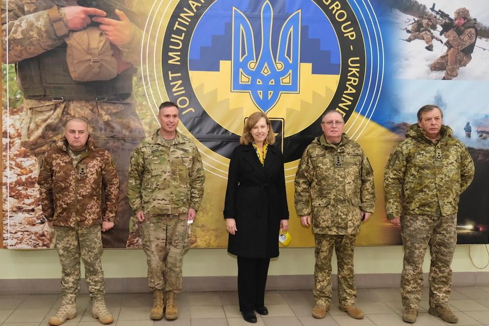 Кристина Квин - временный поверенный в делах США на Украине. Фото: посольство США в Украине