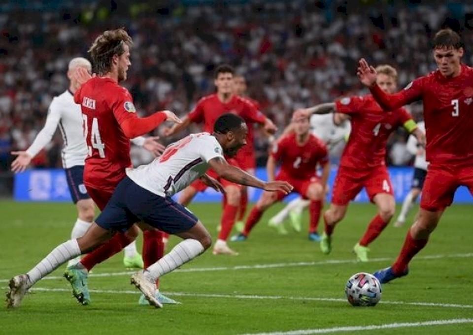 Падение Стерлинга решило судьбу матча. Фото: getty images