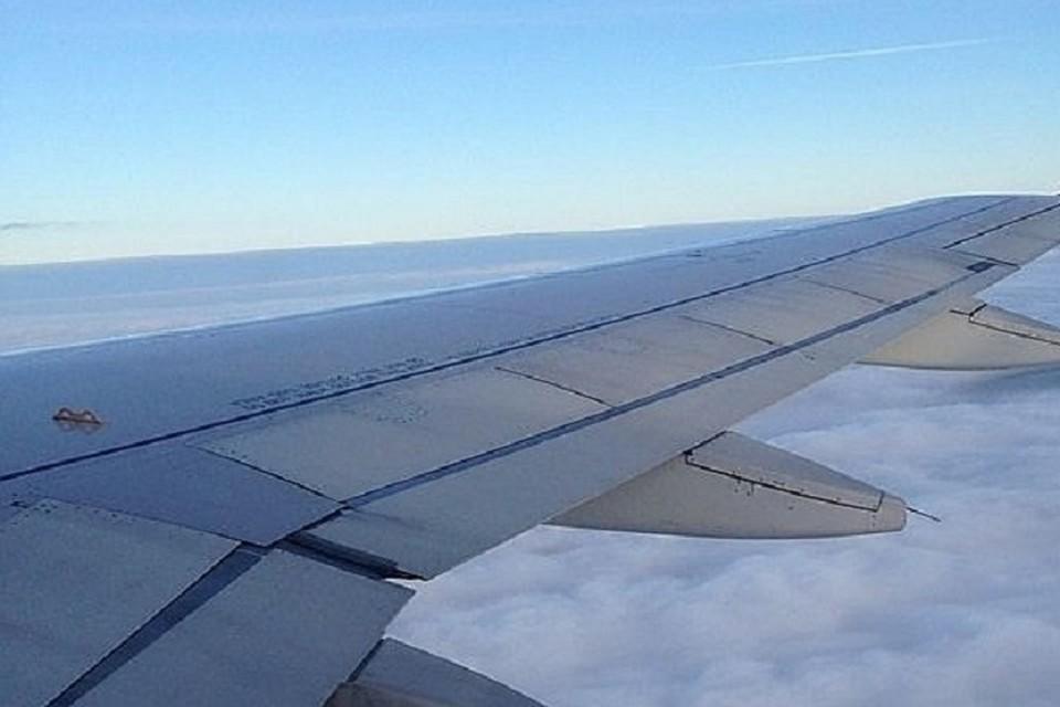 Самолет пришлось развернуть.