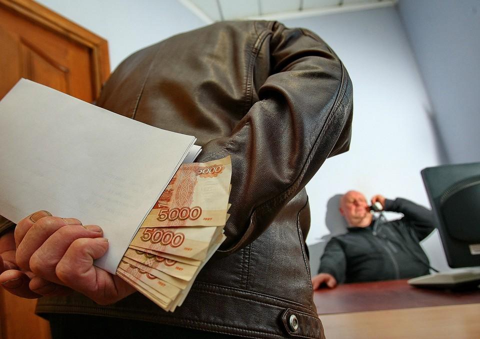 В Смоленске осудят бывшего сотрудника автодорожного надзора за взятки. Фото: Следственный комитет РФ по Смоленской области.