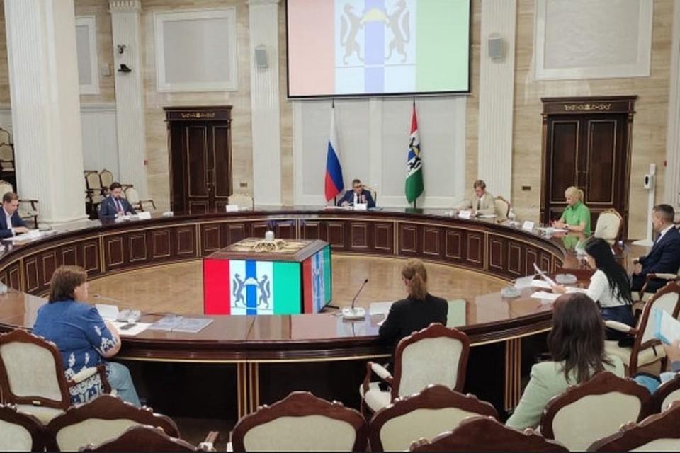 Встречу провел министр сельского хозяйства Евгений Лещенко. Фото: Правительство Новосибирской области