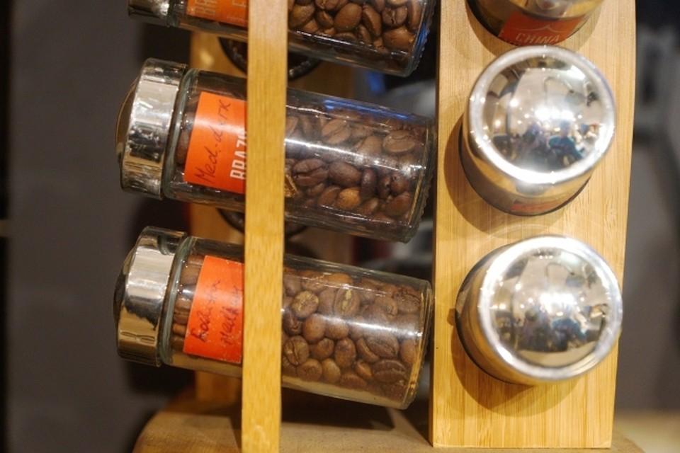 Штраф выписали кофейне из-за посетителей без масок.