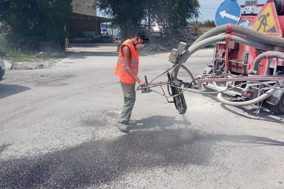 Дороги еще на двух десятках улиц привели в надлежащее состояние. Фото: пресс-служба администрации Симферополя.