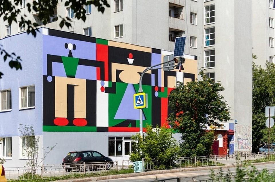 В создании необычного изображения принимали участие художники Линн Леманн и Деннис Гэртнер из немецкой команды ZEBU. Фото: пресс-служба мэрии Екатеринбурга