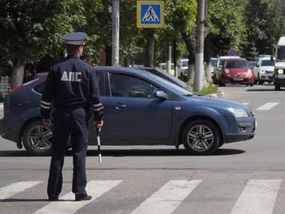 В перевернувшемся в кювете в Тульской области автомобиле пострадали двое детей