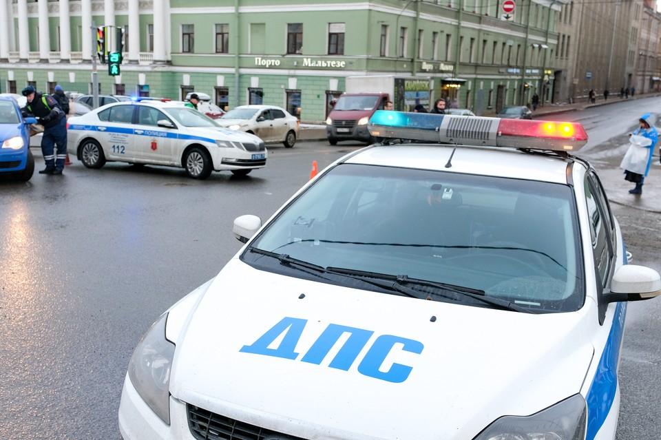 Полиция устроила погоню со стрельбой за пьяный водителем в Петербурге