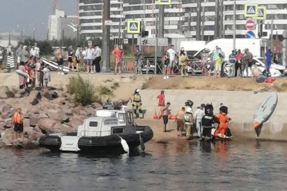 Один из пассажиров катера, врезавшегося в опору моста в Петербурге, скончался