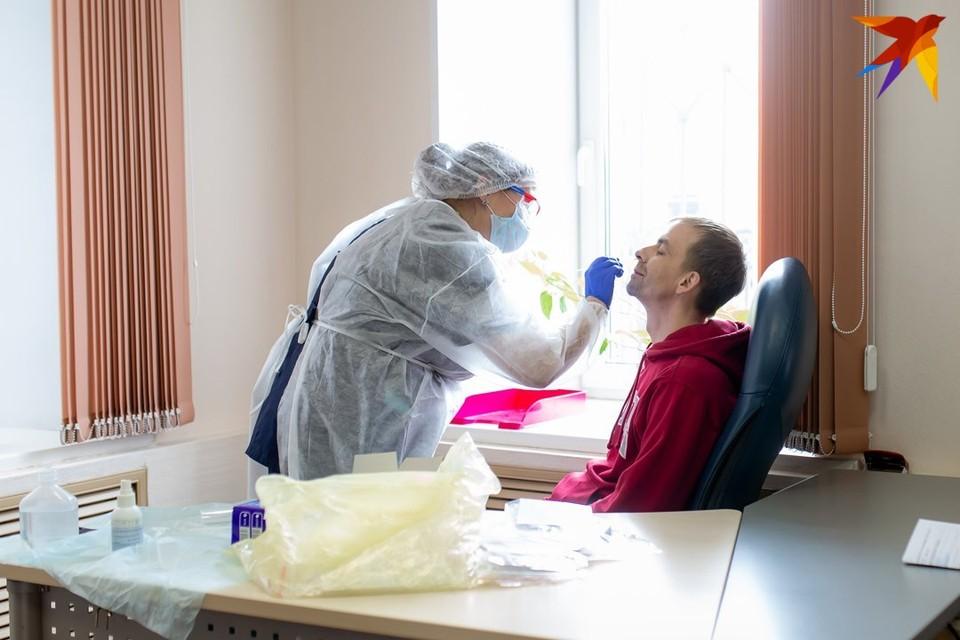 Коронавирус в Беларуси, последние новости на 11 июля 2021 года: снова рекорд смертности в стране, а в Норвегии у женщин после прививки стала увеличиваться грудь.