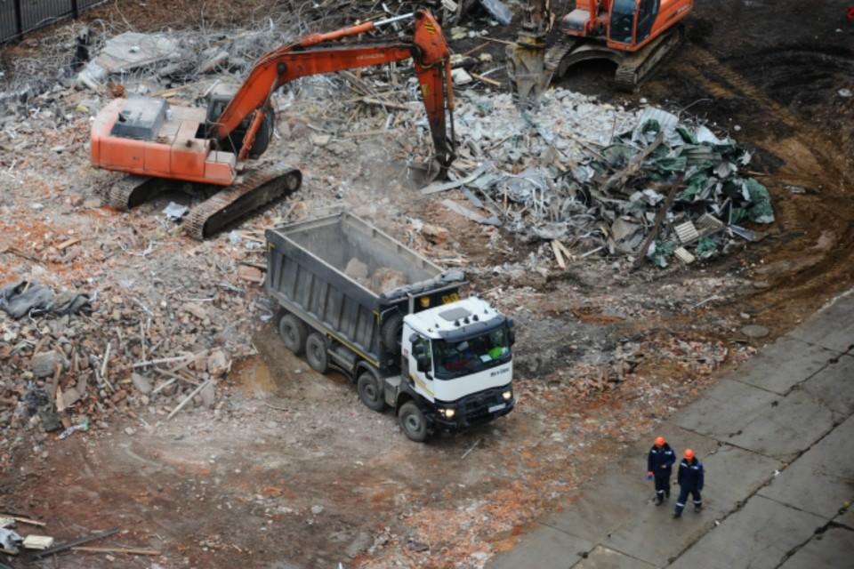В Ростове местного жителя приставы заставили снести незаконные постройки