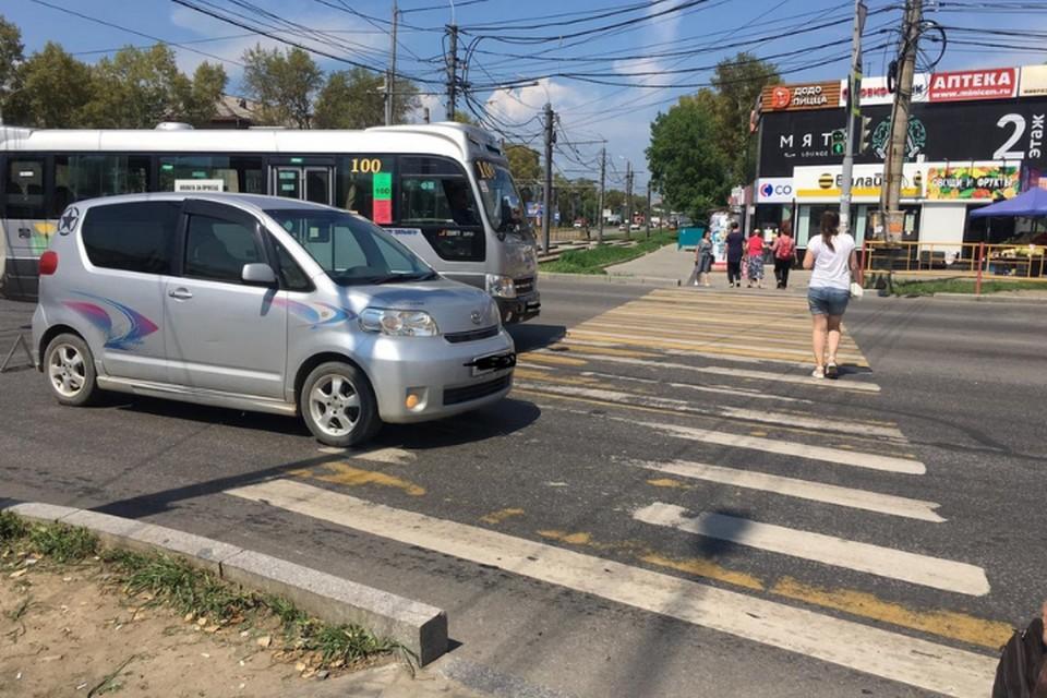 В Хабаровске иномарка на светофоре сбила пожилую женщину