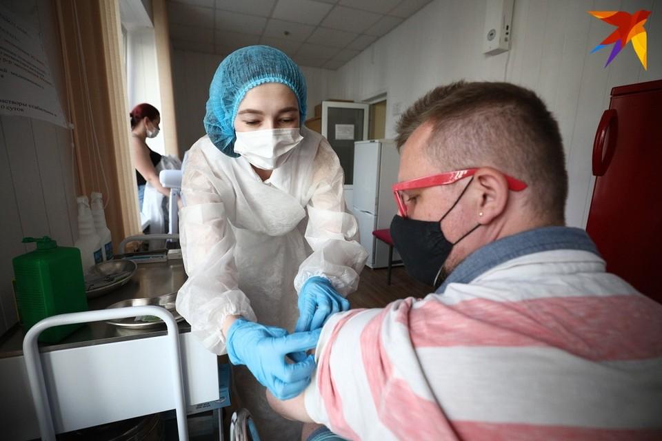 В Беларуси уже 1,13 миллиона человек получили первую прививку или полностью вакцинировались от коронавируса.