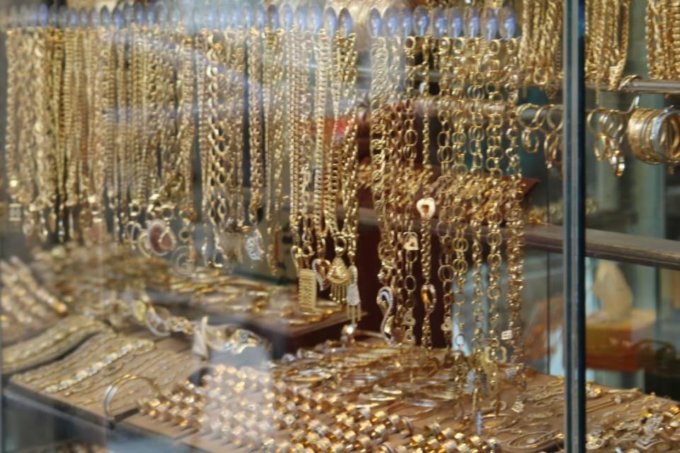 Карева почти 11 лет проработала на Коваленко, который владеет ювелирными магазинами в Мурманске.