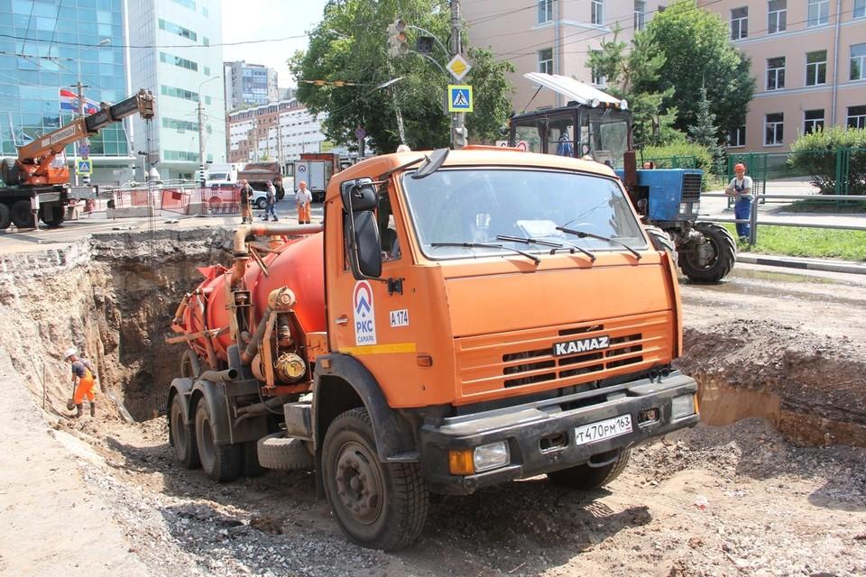 В Самаре на Волжском проспекте меняют канализационный коллектор
