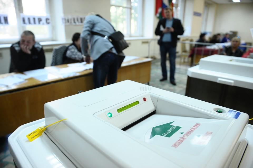 Наблюдателями могут быть граждане РФ старше 18 лет, которые готовы в течение трех дней добровольно следить за ходом голосования на избирательных участках