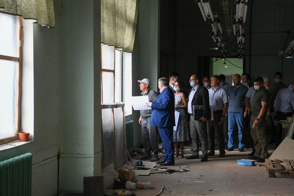 В основном здании бывшей обувной фабрики Рустам Минниханов предложил создать современное пространство в формате опенспейс. Фото: president.tatarstan.ru