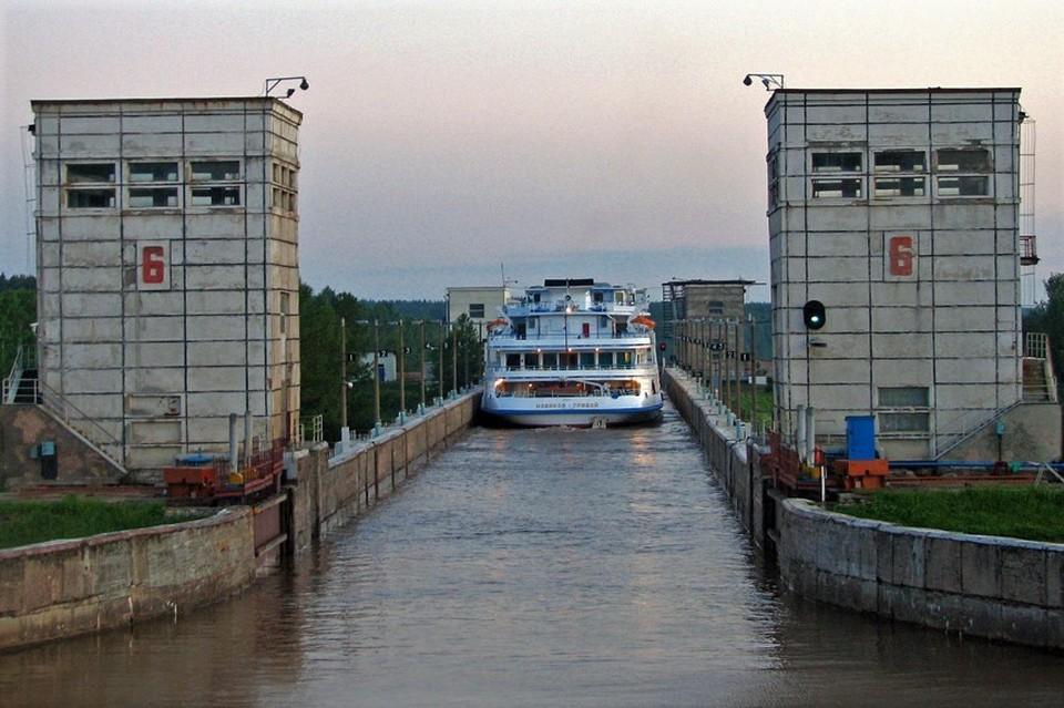 Вид шлюза №6 со стороны водораздела. 2007 г. Фото: Михаил Архипов, cruiseinform.ru