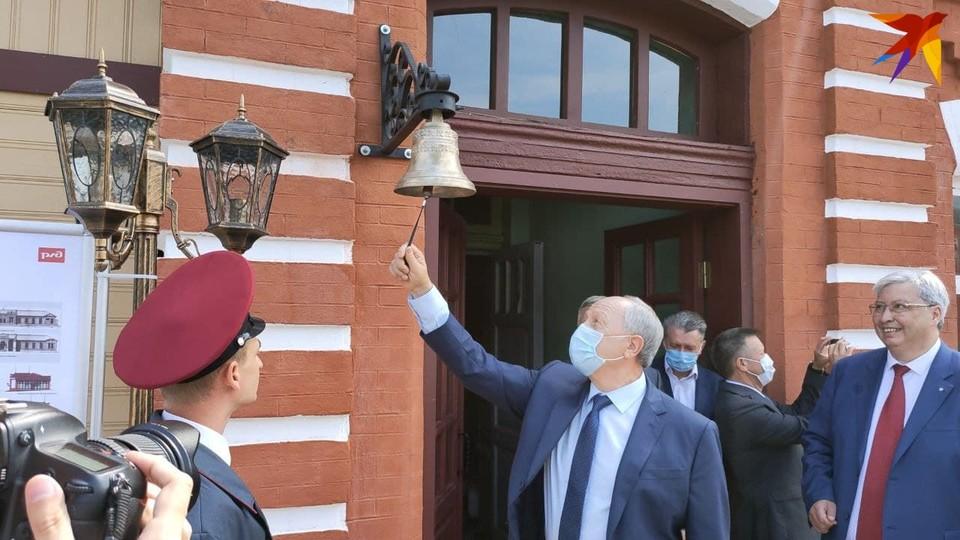 """Губернатор с удовольствием дал сигнал к отправлению поезда на станции """"Покровск"""""""