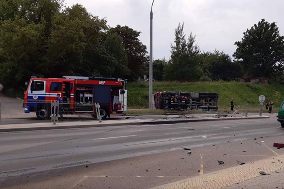 В результате ДТП грузовик выехал на встречную полосу и загорелся. Фото: УГАИ Мингорисполкома