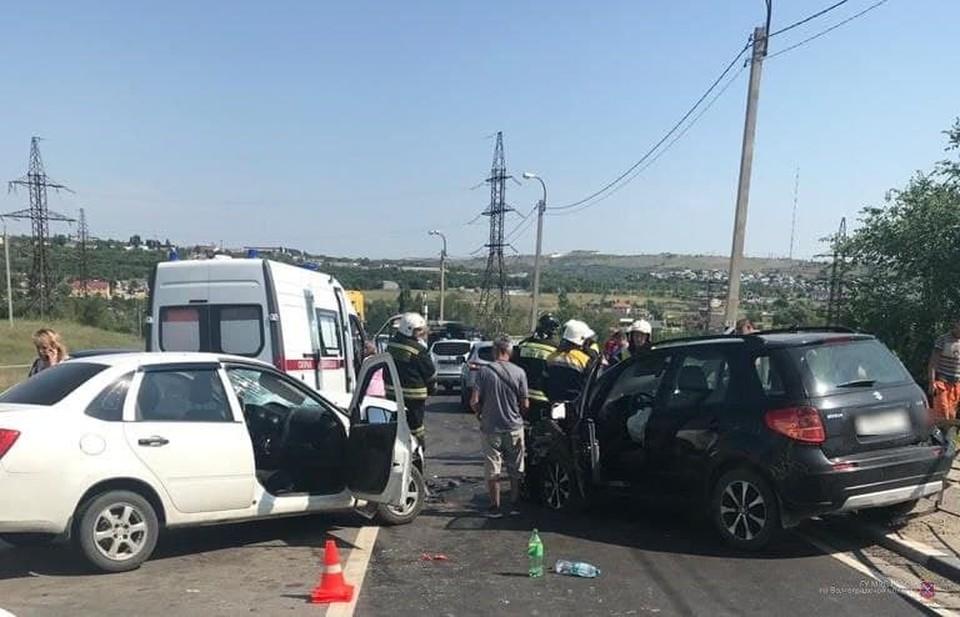 В ДТП пострадали оба водителя и одна пассажирка.