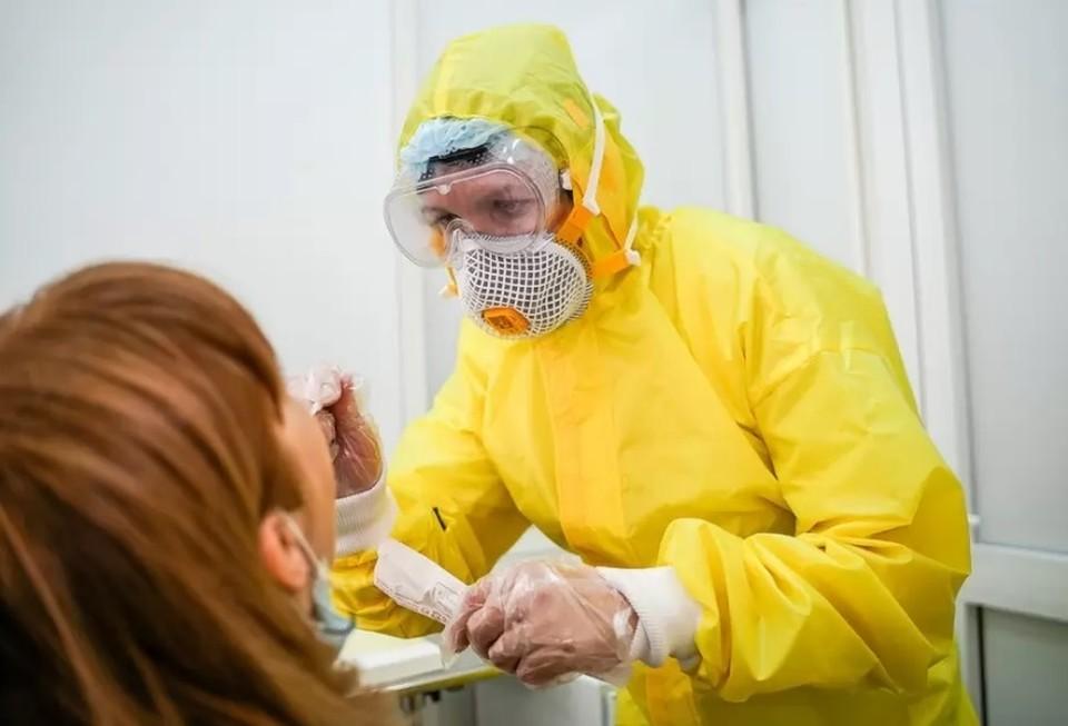 В России был зафиксирован случай заражения двумя штаммами коронавируса одновременно.