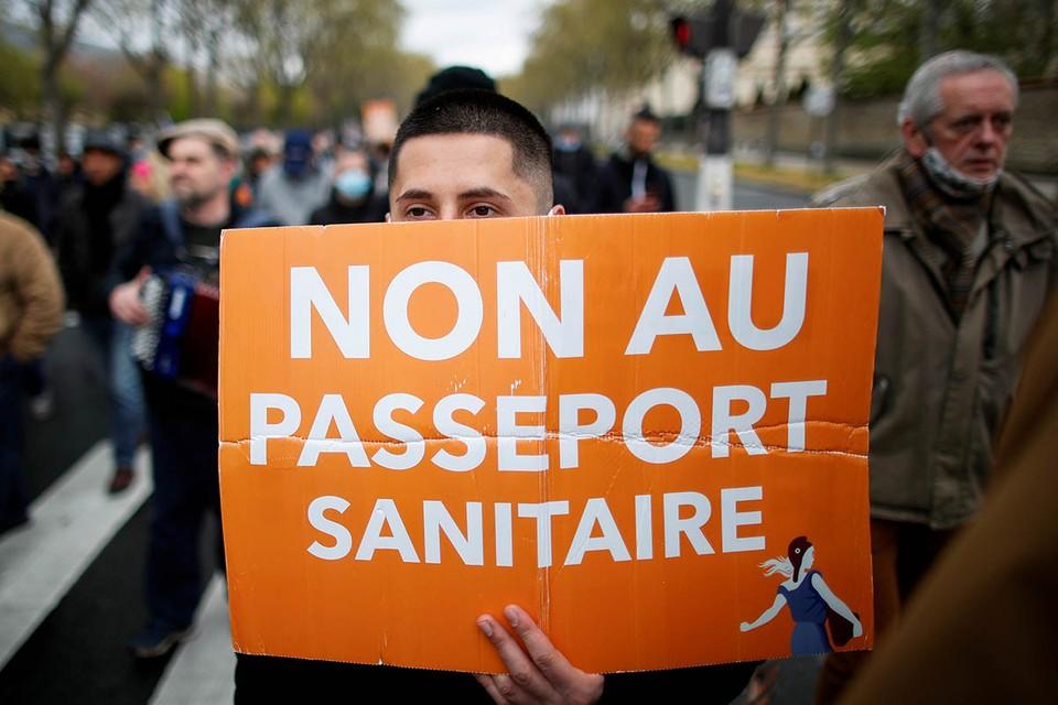 Несанкционированная манифестация прошла на севере Парижа.