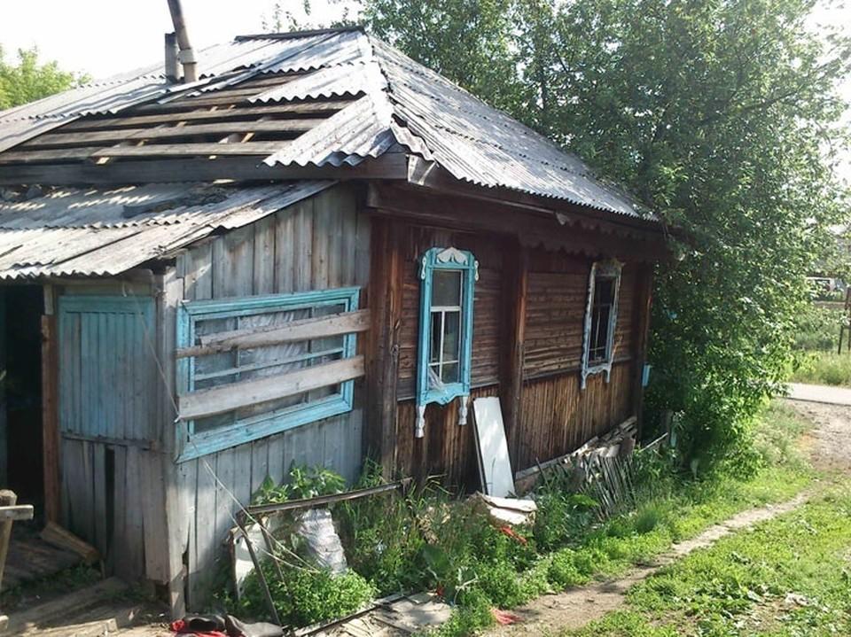 """Вот так или примерно так выглядят """"финские домики"""" на Черемошниках, где удобства располагаются на улице вот уже более полувека. А центральную канализацию в этом районе пока так и не построили. Фото: сайт """"Жесть Томска""""."""