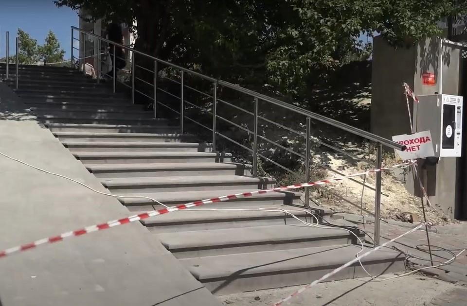 Лестничные марши в районе обновляют. Фото: пресс-служба администрации Симферополя