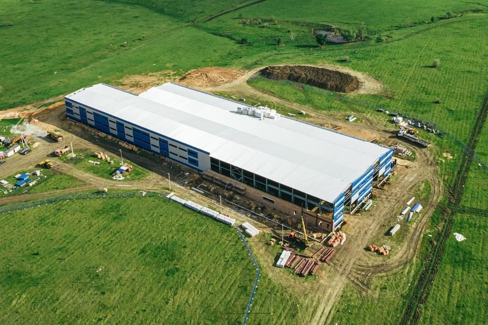Строительство завода идет в активной стадии