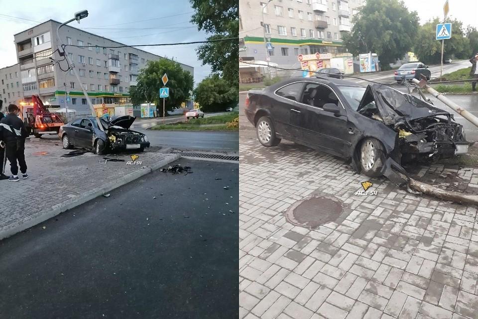 """Кадры раскуроченного автомобиля появились в соцсети. Фото: """"АСТ-54""""."""