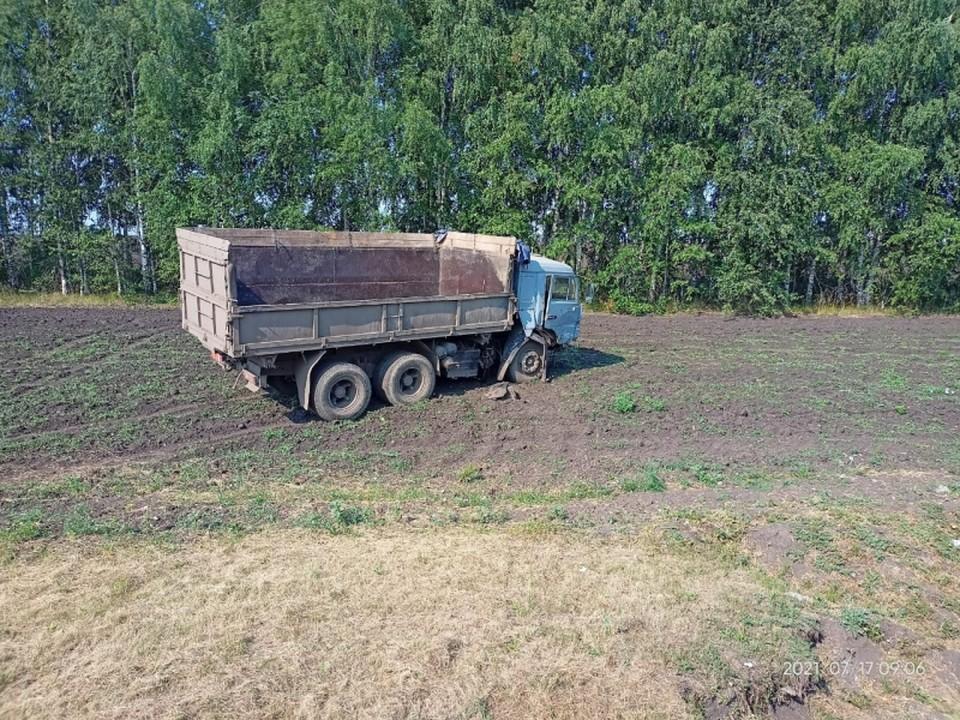Опубликованы фотографии с места смертельного ДТП с КамАЗ – погибли три человека