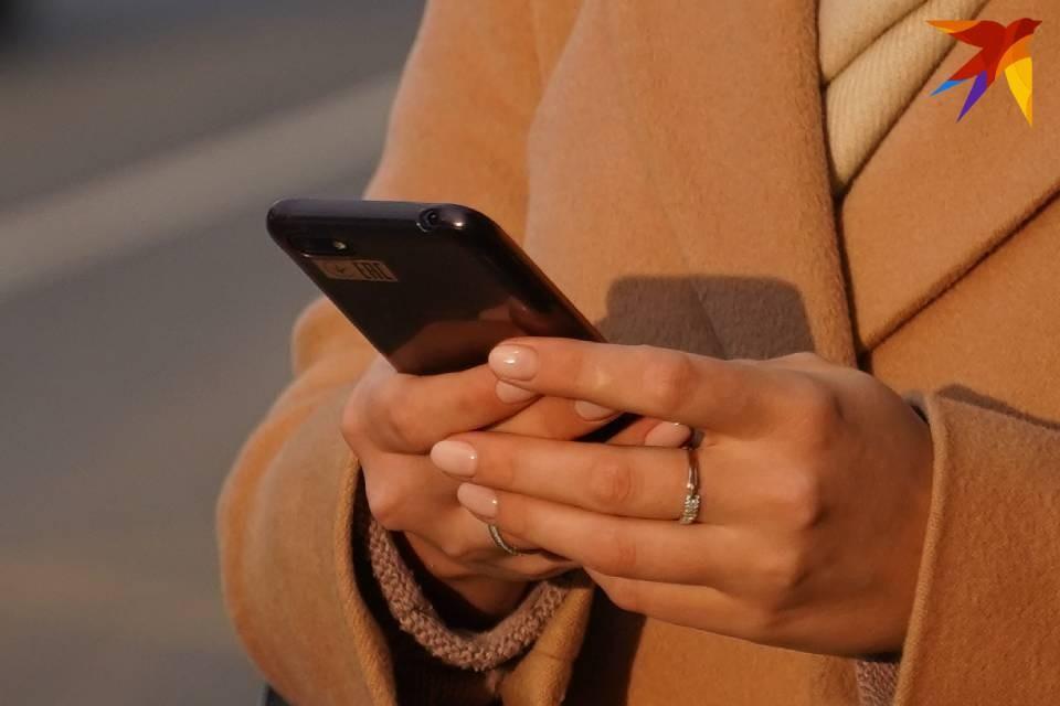 Женщина дала телефон незнакомке, а та с ним сбежала.