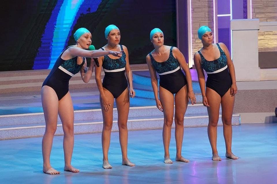 Команды отреагировали на появление в жюри Натальи Ищенко чередой шуток про синхронное плавание.