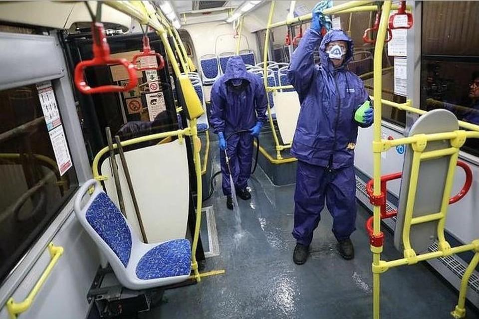 """Общественный транспорт по-прежнему должны регулярно обрабатывать от коронавируса. Фото: архив """"КП""""."""