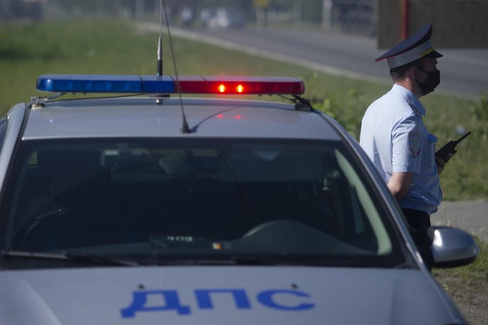 Инспектор ДПС в Иркутске помог пострадавшей с травмой ноги попасть к врачам