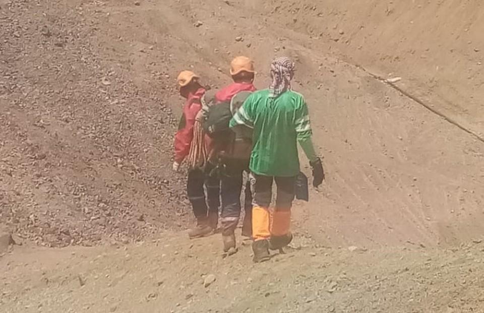 Спасатели искали пропавшего туриста около суток. Фото пресс-служба МЧС